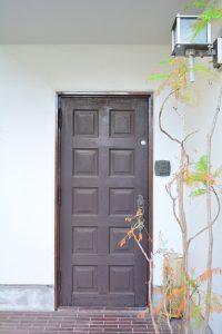 b(E-door)