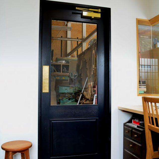 事務所のドア